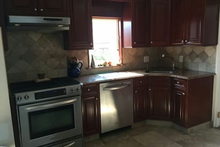 Beautiful Home 15 mins from GWB! - Hackensack - Casa