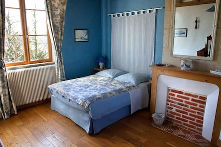 La Mézeray - Chambre Bleue - Bed & Breakfast