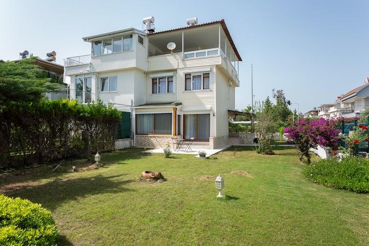 Villa Olinda - Triplex with huge private garden!