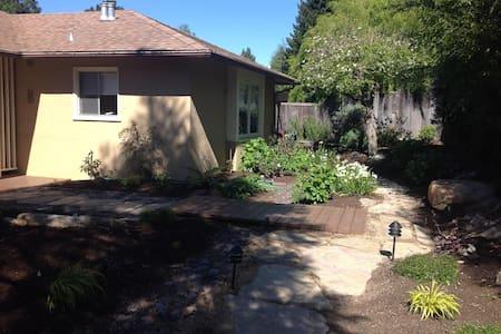 Serene in N Berkeley Hills - Haus
