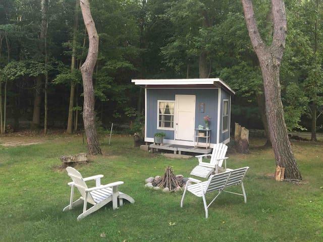 Laketown Hut