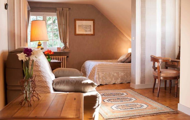Grande chambre à la campagne - Manou - Bed & Breakfast