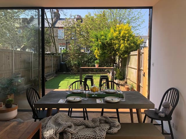 3 Bedroom House with Cinema, Wimbledon Tennis