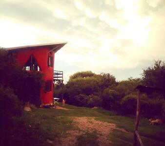 Al pie de Las Gemelas y el Uritorco - Capilla del Monte - 宿舍
