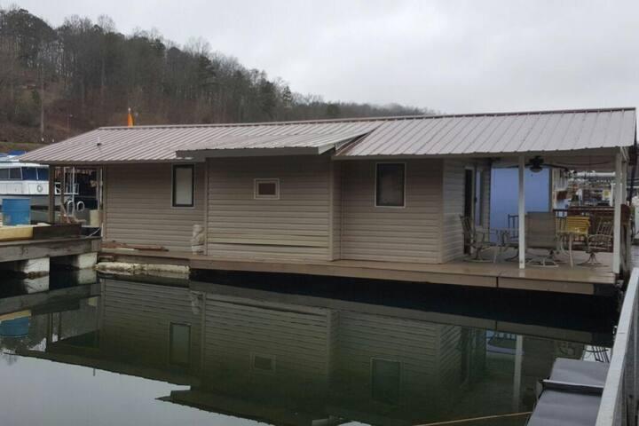 Norris TN boathouse feels like home!