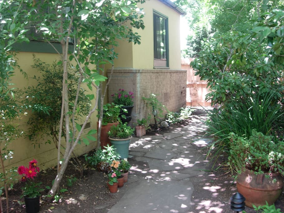 Courtyard path to sublet