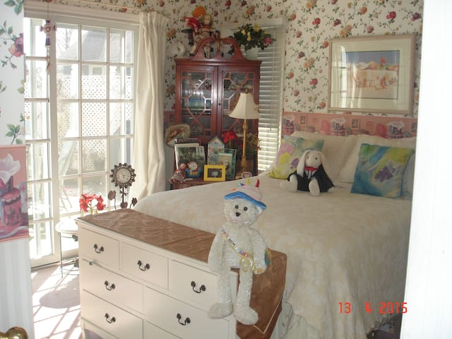 BEAUTIFUL ROOM, IN ENCHANTING HOME - Sea Girt - Huis