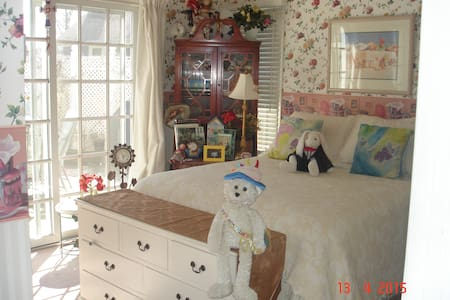BEAUTIFUL ROOM, IN ENCHANTING HOME - Sea Girt
