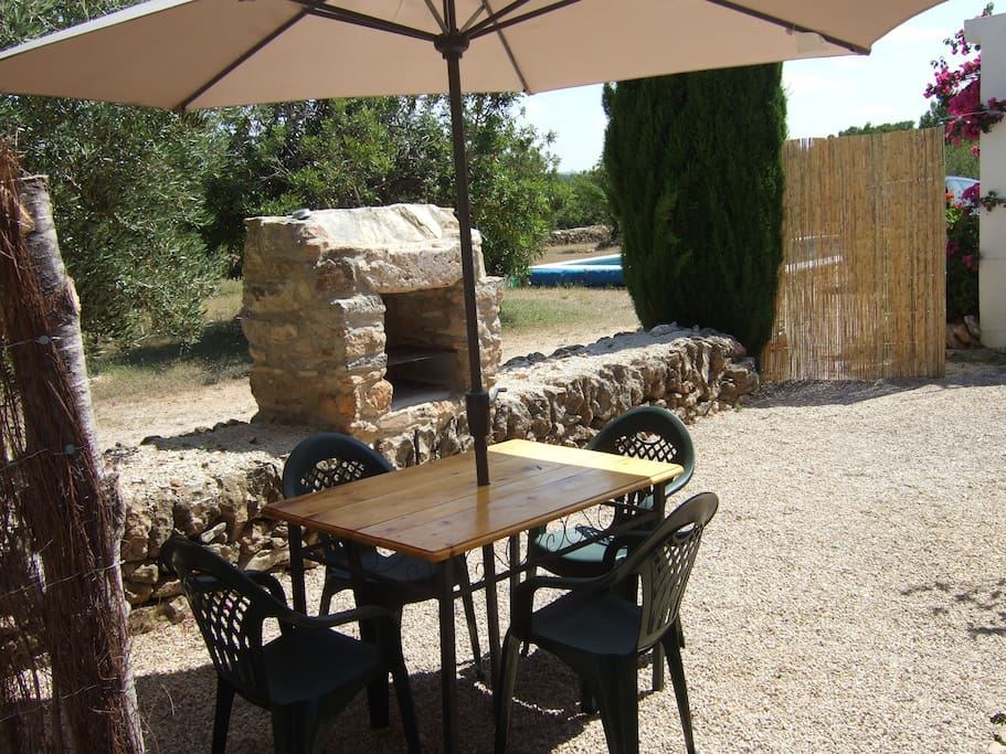 Barbecue and seating area w other sun loungers