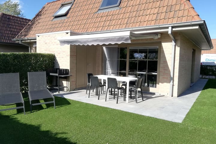 Cosy Holiday Home near Westhoek