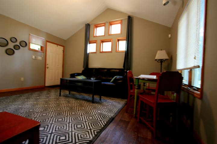 Small Home Away from Home - Fayetteville - Casa