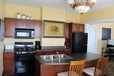 Large Apartment By Lighthouse Outlet Mall