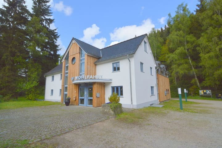 group house with en-suite bedrooms for 22 persons - Hellenthal - Ev