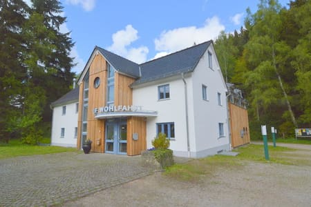 group house with en-suite bedrooms for 22 persons - Hellenthal - 独立屋