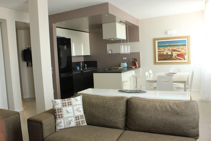 Modern new flat in Garda's village - San Felice del Benaco - Apartment