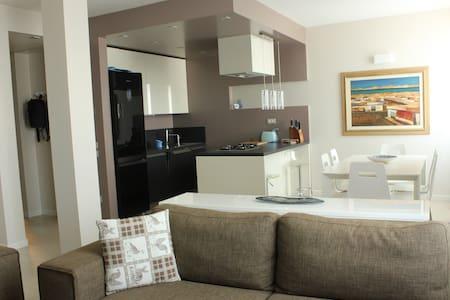 Modern new flat in Garda's village - San Felice del Benaco - Apartamento
