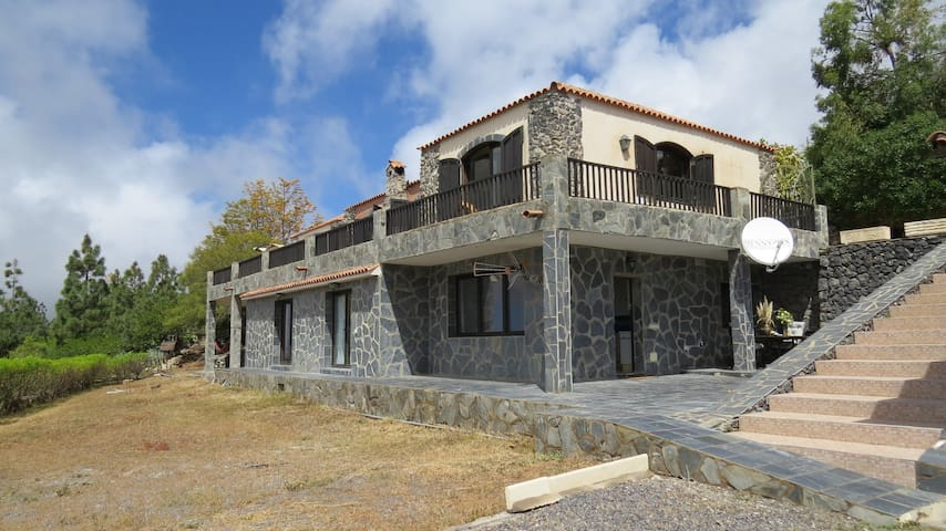 65m² Mountain Finca Apartment with views! - アロナ - 別荘