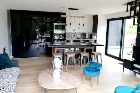 Bonita casa con terraza & Wifi