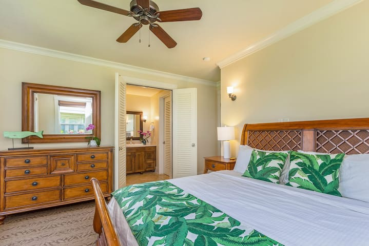 Master Bedroom 2 is equipped with another king sized bed and en-suite bathroom.
