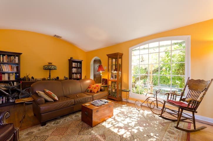 Charming house centrally located - West Hollywood - Casa