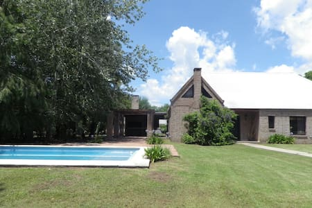 Big house with garden, pool & grill - Funes - Xalet