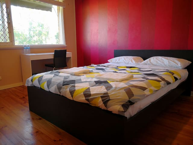 Private room in Dickson with 1 Queen bed