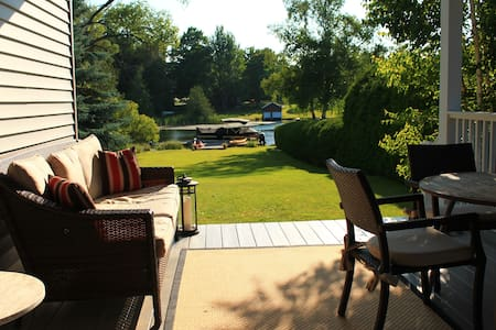Lakefront Lake Leelanau with Dock. Sleeps 10-12 - Lake Leelanau