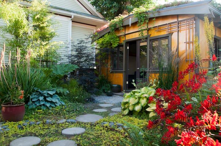 Garden Oasis Guest House - Portland - Mökki