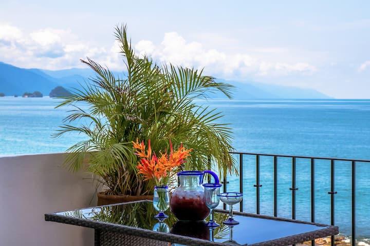 Oceanfront - new listing! - 2bedrooms - 180° view!