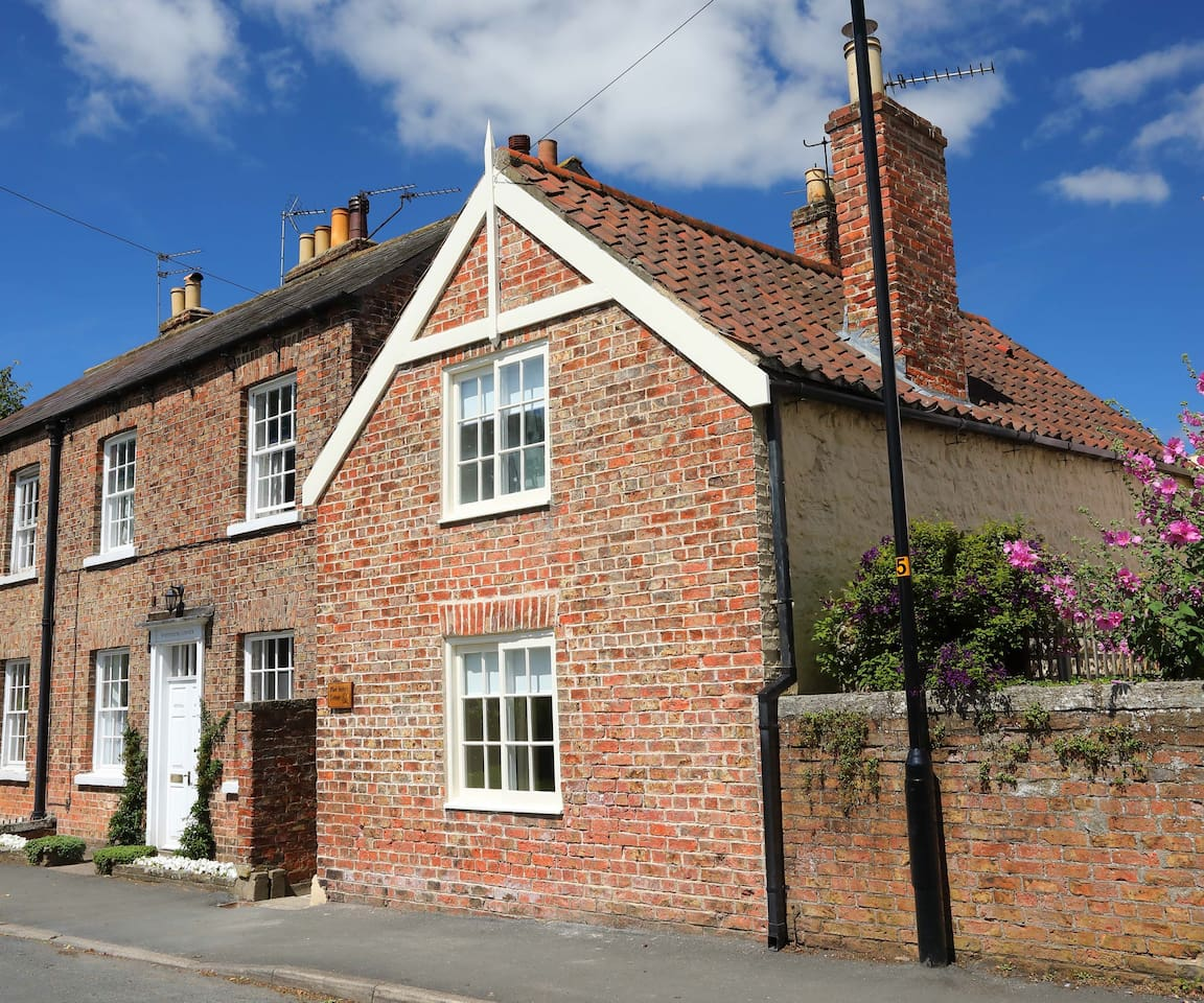 Mad Hatter's cottage is a newly refurbished, cosy and very comfortable Grade II listed Georgian house. Situated on the edge of the Cathedral city of Ripon, only a 10 minute walk from the centre. Next to open countryside, guests can take advantage of many beautiful walks and cycle routes close by. The cottage also has the added benefit of overlooking the Tour de Yorkshire official route! Ideally situated to explore the Yorkshire Dales. The famous spa town of Harrogate can be easily reached by car or public transport (25 minutes away).