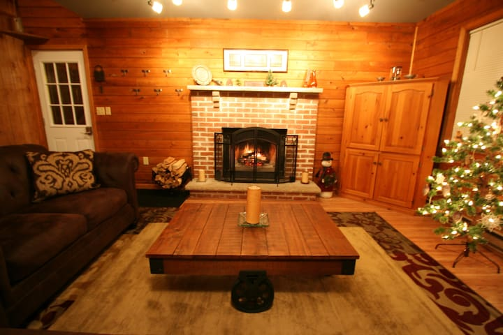 Cozy Pocono Cottage With Fenced In Yard - Albrightsville - Dům