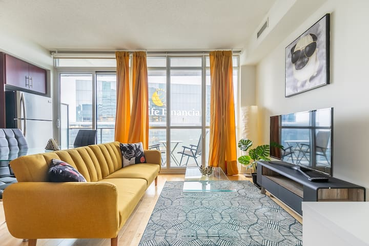 Simply Comfort. Modern Downtown  Apartment.