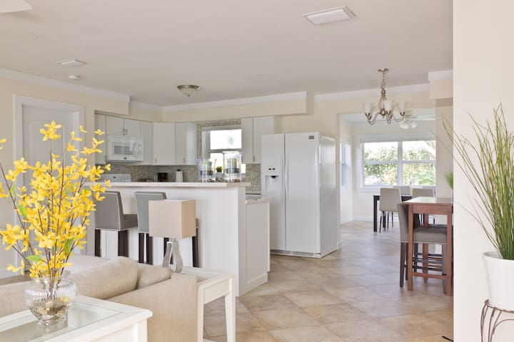 Bright & Light, Modern Beachy Home - Boca Raton - House