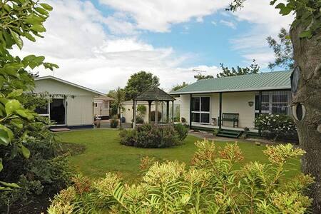 Holiday Home Sleeps 10 - Spa Pool - Waihi - House