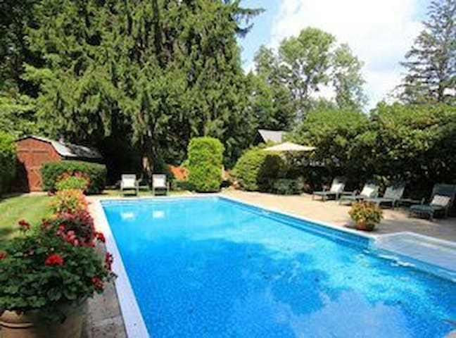 Charming Lake House w/ Pool & Spa - Mahopac - Casa