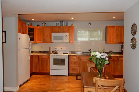 Cozy 2BD suite with patio & parking - Summerland