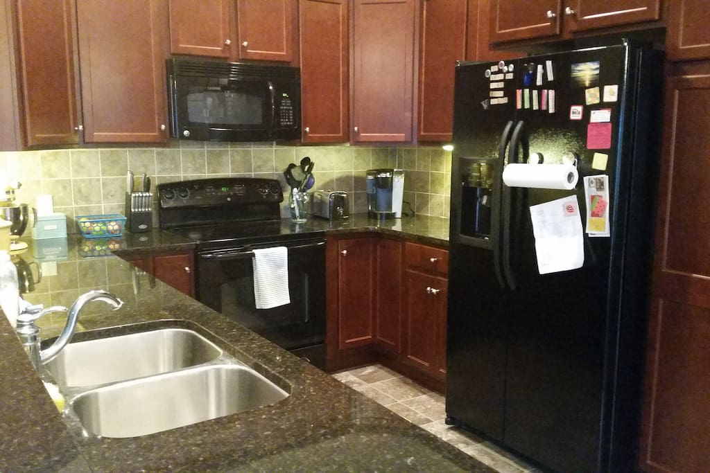 Kitchen: Keurig, mixer, microwave, oven, fridge and dishwasher