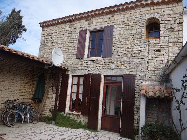 Maison en pierres typique d'Oleron