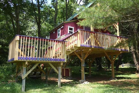 The Tree House at Underhill Hollow