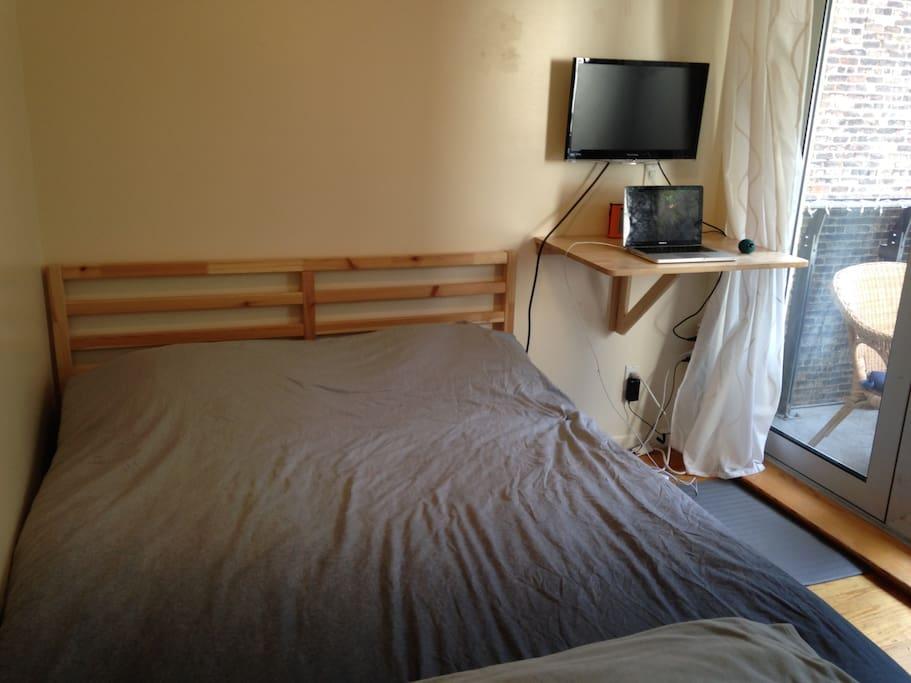 Queen Size Bed - Latex Mattress