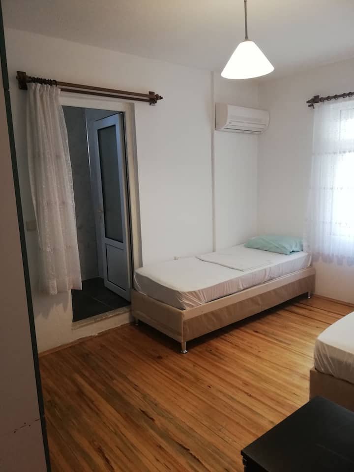 This room have airconditioned. With share kitchen