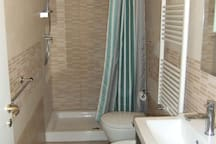 Bagno con doccia 120cm - Bathroom with large shower