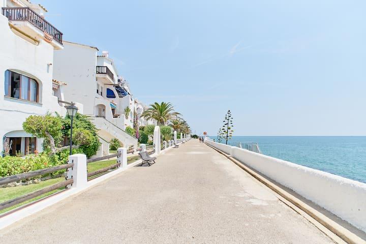 Frente al mar Vilanova i la Geltru. Sitges a 8 km.