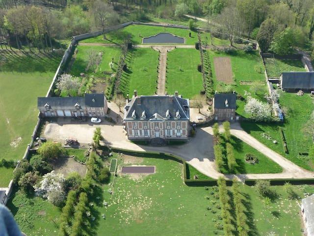 logement à l'intérieur du chateau. - Saint-Georges-sur-Fontaine - Kasteel
