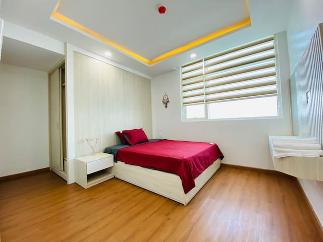 * Phòng ngủ nhỏ.  * Small bedroom.