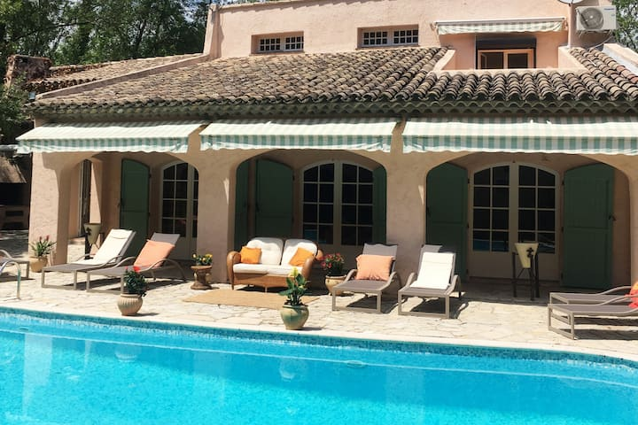 Provençal villa with large private pool