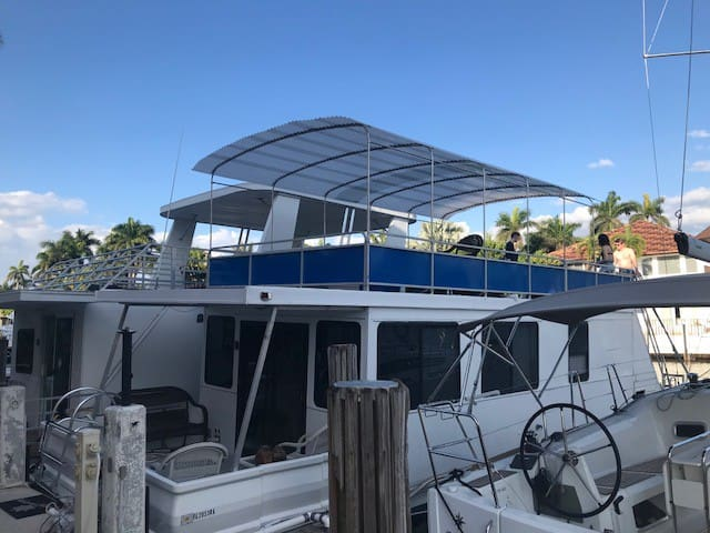 """Amore"" Fort Lauderdale Houseboat-Condo-Apartment"