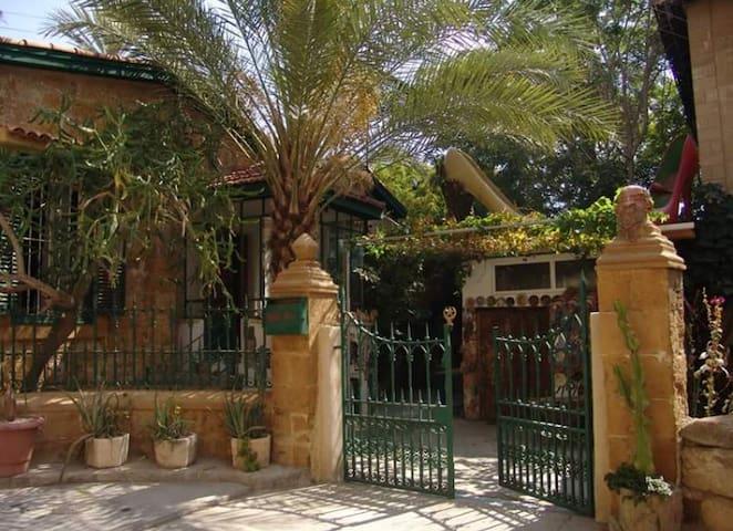 Alashia Inn