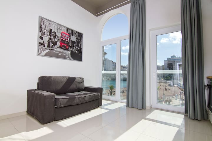 Newly refurbished seafront studio 4 pax - Apt18