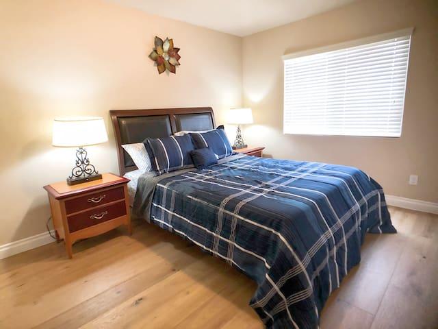 Fourth bedroom (third floor)